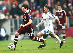 Munich, Germany - Wednesday, March 7, 2007: Bayern Munich's Owen Hargreaves and Real Madrid's Antonio Cassano during the UEFA Champions League First Knock-out Round 2nd Leg at the Allianz Arena. (Pic by Christian Kolb/Propaganda/Hochzwei) +++UK SALES ONLY+++