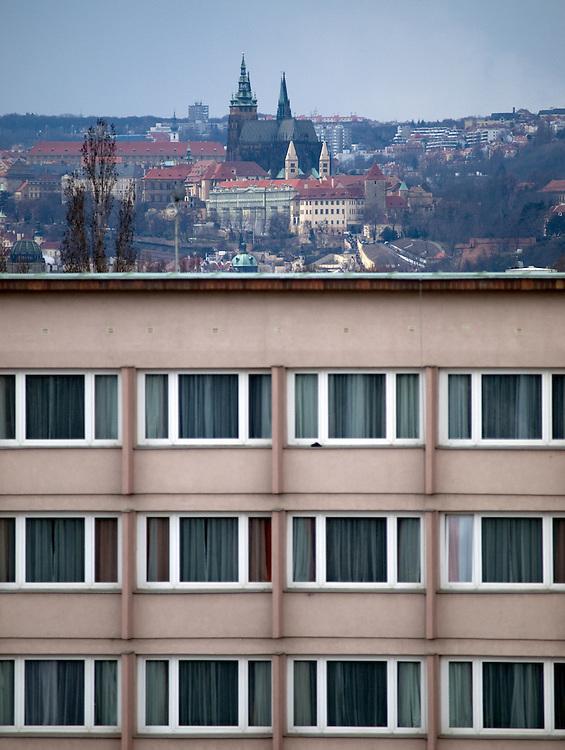 Prager Stadtpanorama - im Vordergrund die Fassade des Hotel Olympic im Kontrast zur Prager Burg.<br /> <br /> Prague urban landscape - in front Hotel Olympic in contrast to the Prague Castle.