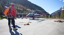 14.05.2013, Tauernhaus, Matrei i.O., AUT, Felbertauernstrasse nach Hangrutsch gesperrt, im Bild Goelogen und Bergretter besteigen die Libelle Tirol. In der Nacht von 13. auf 14. Mai kam es auf der Felbertauernstrasse auf Hohe der SChildalmgalerie zu einen Hangrutsch bzw. Felssturz auf einer Laenge von von ca. 100 Metern. Die Strasse ist fuer den gesamten Verkehr bis auf weiteres gesperrt. Es wird vermutet das ein KFZ unter den Schuttmassen verschuettet ist. EXPA Pictures © 2013, PhotoCredit: EXPA/ Juergen Feichter
