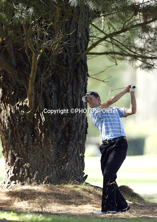 Steve Dartnall fires out of the rough during the 1st days play at the 2006 New Zealand Amateur Stroke Play Championship at Coringa Country Club near Christchurch, New Zealand, on Monday 3 April 2006. Photo: PHOTOSPORT<br /> <br /> <br /> 030406