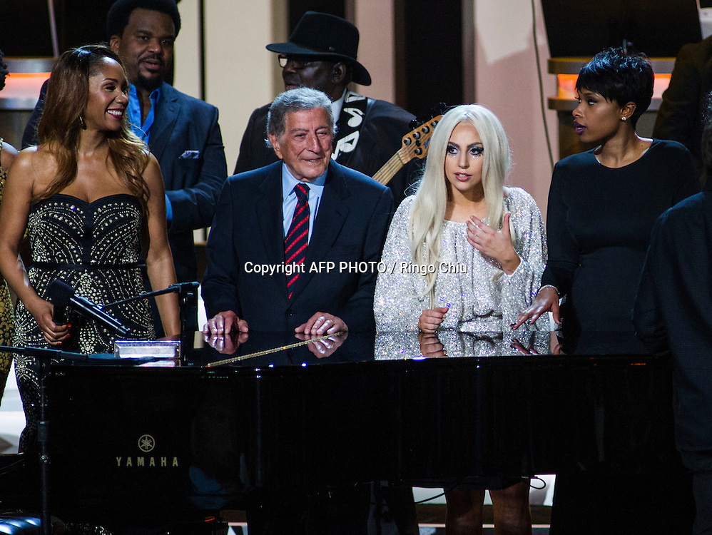 From left to right, Aisha Morris, daughter of Stevie Wonder, Tony Bennett, Lady Gaga and Jennifer Hudson onstage during the finale of the concert, Stevie Wonder: Songs In The Key Of Life - An All-Star GRAMMY Salute, at Nokia Theatre L.A. Live on February 10, 2015 in Los Angeles, California. AFP PHOTO / Ringo Chiu