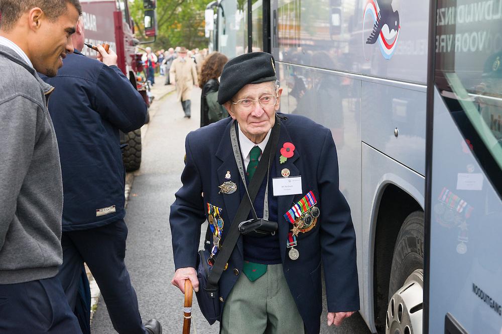 Nederland, Den Bosch, 20141024.<br /> Mr. Ted Dixon van de 53rd Welsh Division. <br /> Een van de 12 veteranen die nog naar Den Bosch zijn gekomen voor de herdenking van 70 jaar bevrijding.<br /> <br /> de laatste gezamenlijke herdenking van &rsquo;s-Hertogenbosch en de bevrijders van de stad in 1944, The Royal Welsh.<br /> Als eerbetoon aan de Royal Welsh wordt een nieuwe brug over de Dieze in de stad genoemd naar hen: The Royal Welsh Brug.<br /> De offici&euml;le onthulling van de naam van de brug is na een spectaculaire overmeestering van de brug door onder andere de luchtmobiele brigade van het Regiment van Heutsz. Hierbij worden helikopters en vaartuigen ingezet. Gevolg door een fly pass van een drietal historische vliegtuigen van Vliegend Museum Seppe.<br /> <br /> Netherlands, Den Bosch, 20141024.<br /> the last joint commemoration of 's-Hertogenbosch and the liberators of the city in 1944, The Royal Welsh. <br /> As a tribute to the Royal Welsh is a new bridge over the Dieze in the city named after them: The Royal Welsh Bridge. <br /> The official unveiling of the name of the bridge after a spectacular conquest of the bridge including the brigade Regiment Heutsz. These are helicopters and vessels deployed. Followed by a fly pass of three historic aircraft Flying Museum Seppe.