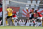 ALKMAAR - 30-08-2015, AZ - Roda JC, AFAS Stadion, Roda JC speler Rostyn Griffiths (l) scoort hier de 0-1, doelpunt, AZ keeper Sergio Rochet.