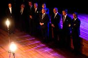 Koning Willem-Alexander bij de opening van het nieuwe Tivoli Vredenburg concert gebouw in Utrecht. Het nieuwe gebouw heeft 5 concertzalen.<br /> <br /> King Willem-Alexander at the opening of the new Tivoli Vredenburg concert building in Utrecht. The new building has 5 concerthalls. <br /> <br /> Op de foto / On the photo:  Koning Willem-Alexander kijkt naar een intiem optreden van Wende Snijders<br /> <br /> King Willem-Alexander looks at an intimate performance by Wende Snijders