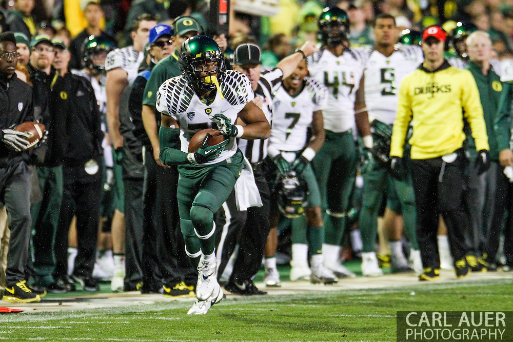 October 5th, 2013:  University of Oregon Ducks freshman wide receiver Chance Allen (20) runs down the sideline with the ball in fourth quarter action of the NCAA football game between the University of Oregon Ducks and the Colorado Buffaloes at Folsom Field in Boulder, Colorado
