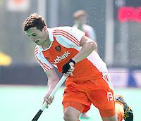 ROTTERDAM - HOCKEY -  Sander Baart tijdens de oefenwedstrijd tussen de mannen van Nederland en Engeland (2-1) . FOTO KOEN SUYK