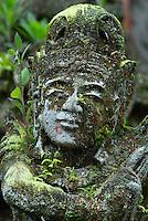 Indonesie. Bali. Ubud. Statue dans le jardin d'un hotel. // Indonesia. Bali. Garden statues at hotel.