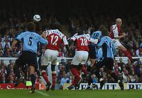 Fotball<br /> Premier League England 2004/2005<br /> Foto: BPI/Digitalsport<br /> NORWAY ONLY<br /> <br /> 30.10.2004<br /> Arsenal v Southampton<br /> <br /> Rory Delap, number 18, makes it 2-1
