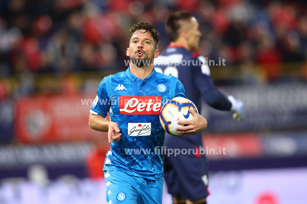 "Foto LaPresse/Filippo Rubin<br /> 25/05/2019 Bologna (Italia)<br /> Sport Calcio<br /> Bologna - Napoli - Campionato di calcio Serie A 2018/2019 - Stadio ""Renato Dall'Ara""<br /> Nella foto: ESULTANZA GOAL NAPOLI DRIES MERTENS (NAPOLI)<br /> <br /> Photo LaPresse/Filippo Rubin<br /> May 25, 2019 Bologna (Italy)<br /> Sport Soccer<br /> Bologna vs Napoli - Italian Football Championship League A 2018/2019 - ""Dall'Ara"" Stadium <br /> In the pic: CELEBRATION GOAL DRIES MERTENS (NAPOLI)"