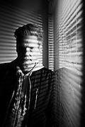 Alan Pauls (Buenos Aires, 1959) es escritor, periodista, guionista y crítico de cine. Licenciado en Letras, fue profesor de Teoría Literaria en la Facultad de Filosofía y Letras de la UBA y fundador de la revista Lecturas Críticas. Entre sus obras se destacan los ensayos Manuel Puig: La traición de Rita Hayworth (1988), La infancia de la risa (sobre Lino Palacio) (1994), Cómo se escribe un diario íntimo (1998), El factor Borges (2000) y La vida descalzo (2006). Ha publicado las novelas: El pudor del pornógrafo (1985), El coloquio (1989), Wasabi (1994, reeditada en 2005), El pasado (2003, Premio Herralde de Novela), Historia del llanto (2007), Historia del pelo (2010) e Historia del dinero (2013) . Sus libros han sido traducidos a diversas lenguas. Santiago de Chile, 05-05-16 (©Alvaro de la Fuente/Triple.cl)