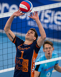 20-01-2019 NED: Talent Team Papendal - Achterhoek Orion, Ede<br /> Round 14 of Eredivisie volleyball. Orion win 3-01 of Talent Team / Pim Kamps #7 of Orion