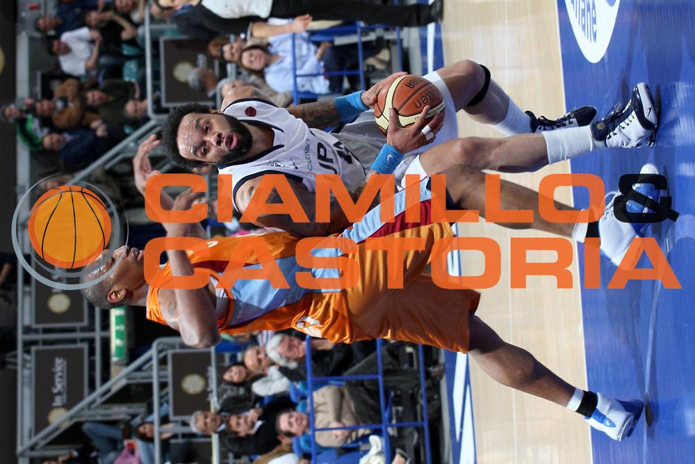 DESCRIZIONE : Bologna Lega A1 2007-08 Upim Fortitudo Bologna Solsonica Rieti <br /> GIOCATORE : James Thomas <br /> SQUADRA : Upim Fortitudo Bologna <br /> EVENTO : Campionato Lega A1 2007-2008 <br /> GARA : Upim Fortitudo Bologna Solsonica Rieti <br /> DATA : 20/04/2008 <br /> CATEGORIA : Penetrazione <br /> SPORT : Pallacanestro <br /> AUTORE : Agenzia Ciamillo-Castoria/L.Villani <br /> Galleria : Lega Basket A1 2007-2008 <br /> Fotonotizia : Bologna Campionato Italiano Lega A1 2007-2008 Upim Fortitudo Bologna Solsonica Rieti <br /> Predefinita : si