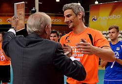 06-10-2013 VOLLEYBAL: WK KWALIFICATIE MANNEN NEDERLAND - ROEMENIE: ALMERE<br /> Nederland WINT met 3-0 van Roemenie en is daarmee groepswinnaar en plaatst zich voor de volgende ronde / Rob Bontje wordt gehuldigd door Hans Nieukerke voor zijn 300ste interland<br /> ©2013-FotoHoogendoorn.nl