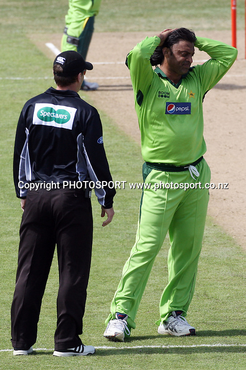 A frustrated Shoaib Akhtar. Twenty20 Cricket, Auckland Aces v Pakistan, Colin Maiden Park, Auckland. Thursday 23 December 2010. Photo: Ella Brockelsby/photosport.co.nz