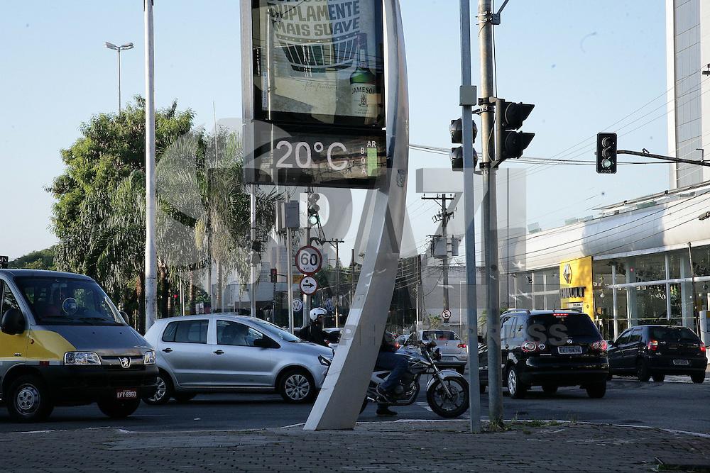 SAO PAULO, SP, 03.02.2015 - CLIMA TEMPO / SAO PAULO -  Bairro de Santana regiao norte de Sao Paulo, na manhã desta terça-feira, 03. (Foto: Raphael Castello / Brazil Photo Press).