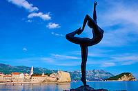 Monténégro, côte Adriatique, la vieille ville de Budva, Stari Grad, sculpture d'une danseuse // Montenegro, Adriatic coast, old city of Budva, Stari Grad, Sculpture of a dancer