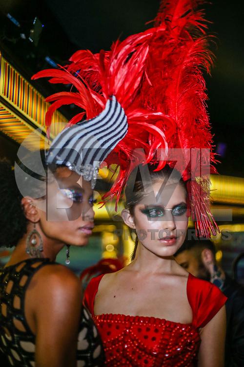 SANTOS, SP, 07.02.2018 - FASHION-CRUISE - Modelo durante desfile da grife Walerio Araujo do Fashion Cruise nesta terça-feira, 07.(Foto: Vanessa Carvalho/Brazil Photo Press/Folhapress)
