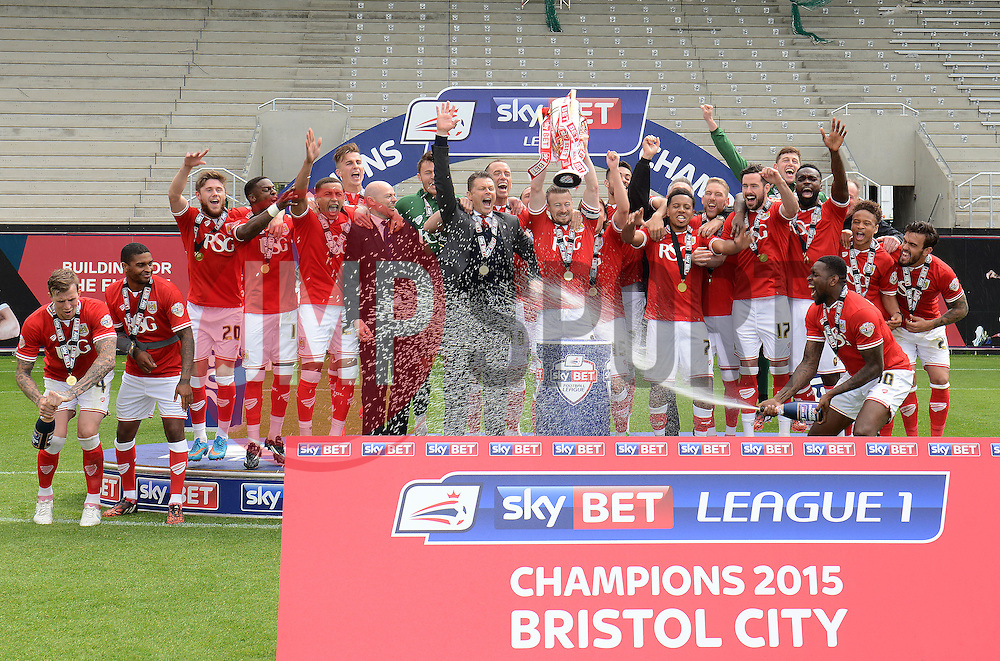 Bristol City celebrate being crowned champions of the Sky Bet League One - Photo mandatory by-line: Dougie Allward/JMP - Mobile: 07966 386802 - 03/05/2015 - SPORT - Football - Bristol - Ashton Gate - Bristol City v Walsall - Sky Bet League One