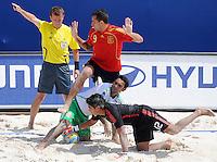 FIFA BEACH SOCCER WORLD CUP 2008 SPAIN - MEXICO   20.07.2008 Javier TORRES (ESP) against goalkeeper Miguel ESTRADA (MEX).