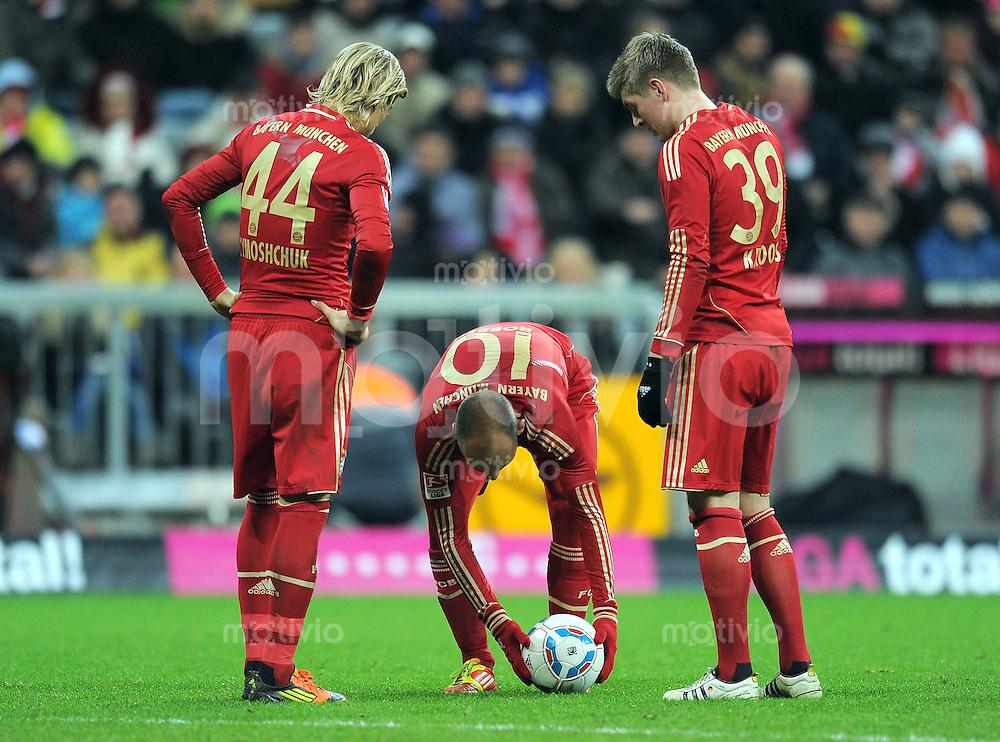 FUSSBALL   1. BUNDESLIGA  SAISON 2011/2012   17. Spieltag FC Bayern Muenchen - 1. FC Koeln       16.12.2011 Anatoliy Tymoshchuk, Arjen Robben, Toni Kroos (v. li., FC Bayern Muenchen)