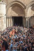 Palestine-Israel apr. 2007. Gerusalemme, Jerusalem, Santo Sepolcro, Holy Sepilchre. Rito greco ortodosso per Pasqua. Greek Orthodox ritual aoutside the Holy Sepulchre during easter.