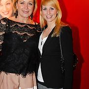 NLD/Hoofddorp/20120206 - Premiere Eten met Vrienden, Inge Ipenburg en Alexandra Alphenaar