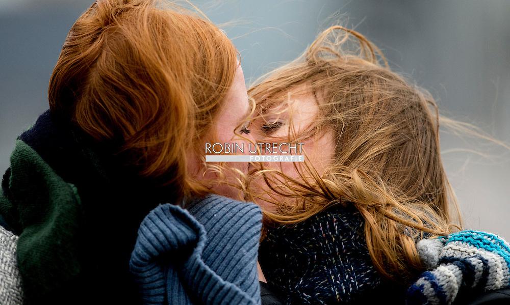 rotterdam  twee kussende vrouwen zoenende ,copyright robin utrecht
