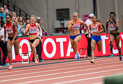12-08-2017 IAAF World Championships Athletics day 9, London<br /> 4 x 100 meter relay met Madiea Ghafoor NED en Dafne Schippers NED. Nederland kwam op de atletiekbaan van het Olympic Stadium tot een tijd van 42,64 seconden en plaatste zich voor de finale