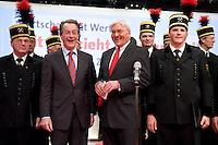 """18 OCT 2008, BERLIN/GERMANY:<br /> Franz Muentefering (L), SPD, Parteivorsitzender, und Frank-Walter Steinmeier (R), SPD, Bundesaussenminister, singen zum Abschluss des Parteitages mit dem Bergmannschor Essen die traditionelle Hymne """"Mit uns zieht die neue Zeit'"""",  ausserordentlicher Bundesparteitag der SPD, Estrell Convention-Center<br /> IMAGE: 20081018-01-388<br /> KEYWORDS: Party Congress, Parteitag, Sonderparteitag, Franz Müntefering, Chor, Bergleute"""