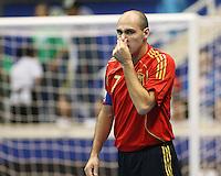 Fussball  International  FIFA  FUTSAL WM 2008   09.10.2008 Vorrunde Gruppe D Spain - Uruguay Spanien - Uruguay JAVI RODRIGUEZ (ESP) fasst sich an die Nase