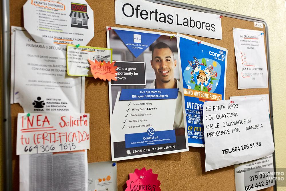 Papers with job and rent offers are seen in a chart in the Migrants House in Tijuana, Baja California. // Papeles con ofertas de trabajo y vivienda son colocados en una pizarra en la Casa del Migrante en Tijuana, Baja California. (Prometeo Lucero)