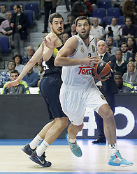 03.12.2015, Palacio de los Deportes, Madrid, ESP, FIBA, EL, Real Madrid vs Fenerbahce Ulker Istanbul, Halbfinale, im Bild Real Madrid's Felipe Reyes (r) and Fenerbahce Istambul's Nikola Kalinic // during thesemifinall Match of the Turkish Airlines Basketball Euroleague between Real Madrid and Fenerbahce Ulker Istanbul at the Palacio de los Deportes in Madrid, Spain on 2015/12/03. EXPA Pictures © 2015, PhotoCredit: EXPA/ Alterphotos/ Acero<br /> <br /> *****ATTENTION - OUT of ESP, SUI*****