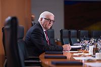 13 JAN 2016, BERLIN/GERMANY:<br /> Frank-Walter Steinmeier, SPD, Bundesaussenminister, vor Beginn einer Kabinettsitzung, Budneskanzleramt<br /> IMAGE: 20160113-01-001<br /> KEYWORDS: Kabinett, Sitzung