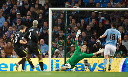 17.04.2013, Etihad Stadion, Manchester, ENG, Premier League, Manchester City vs Wigan Athletic, 29. Runde, im Bild Manchester City's goalkeeper Joe Hart saves from Wigan Athletic's Franco Di Santo during the English Premier League 29th round match between Manchester City and Wigan Athletic at the Etihad Stadium, Manchester, Great Britain on 2013/04/17. EXPA Pictures © 2013, PhotoCredit: EXPA/ Propagandaphoto/ David Rawcliffe..***** ATTENTION - OUT OF ENG, GBR, UK *****