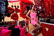 Frankfurt am Main |30.08.2012..Ewa Müller, Ex-Prostituierte, Rap- und Hip Hop-Musikerin mit dem Künstlernamen Schwesta Ewa, im Bahnhofsviertel in Frankfurt am Main im Zimmer einer Prostituierten...©peter-juelich.com..[No Model Release | No Property Release]