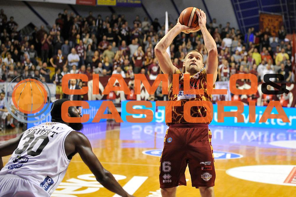 DESCRIZIONE : Venezia Lega A 2015-16 Umana Reyer Venezia - Dolomiti Energia Trentino<br /> GIOCATORE : Michael Bramos<br /> CATEGORIA : Tiro<br /> SQUADRA : Umana Reyer Venezia - Dolomiti Energia Trentino<br /> EVENTO : Campionato Lega A 2015-2016 <br /> GARA : Umana Reyer Venezia - Dolomiti Energia Trentino<br /> DATA : 28/12/2015<br /> SPORT : Pallacanestro <br /> AUTORE : Agenzia Ciamillo-Castoria/M.Gregolin<br /> Galleria : Lega Basket A 2015-2016  <br /> Fotonotizia :  Venezia Lega A 2015-16 Umana Reyer Venezia - Dolomiti Energia Trentino