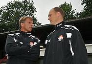 15-07-2008 VOETBAL:CSKA SOFIA - WILLEM II:TILBURG<br /> Raymond de Jong luistert naar trainer Andries Jonker<br /> Foto: Geert van Erven