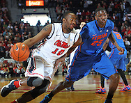 "Mississippi's LaDarius White (10) drives against Florida's Devon Walker (25) at the C.M. ""Tad"" Smith Coliseum in Oxford, Miss. on Saturday, February 22, 2014. (AP Photo/Oxford Eagle, Bruce Newman)"