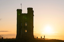 © Licensed to London News Pictures. 07/11/2019. Broadway, Worcestershire, UK. People look out over the Cotswolds from Broadway Hill next to Broadway Tower as the sun sets over the Cotswolds on a cold autumnal evening in Worcestershire. Photo credit: LNP