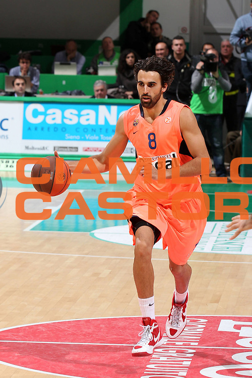 DESCRIZIONE : Siena Eurolega 2011-12 Montepaschi Siena Regal Barcellona FC Barcelona Regal<br /> GIOCATORE : Victor Sada<br /> CATEGORIA : palleggio<br /> SQUADRA : FC Barcelona Regal<br /> EVENTO : Eurolega 2011-2012<br /> GARA : Montepaschi Siena Regal Barcellona FC Barcelona Regal<br /> DATA : 15/12/2011<br /> SPORT : Pallacanestro <br /> AUTORE : Agenzia Ciamillo-Castoria/ElioCastoria<br /> Galleria : Eurolega 2011-2012<br /> Fotonotizia : Siena Eurolega 2011-12 Montepaschi Siena Regal Barcellona FC Barcelona Regal<br /> Predefinita :