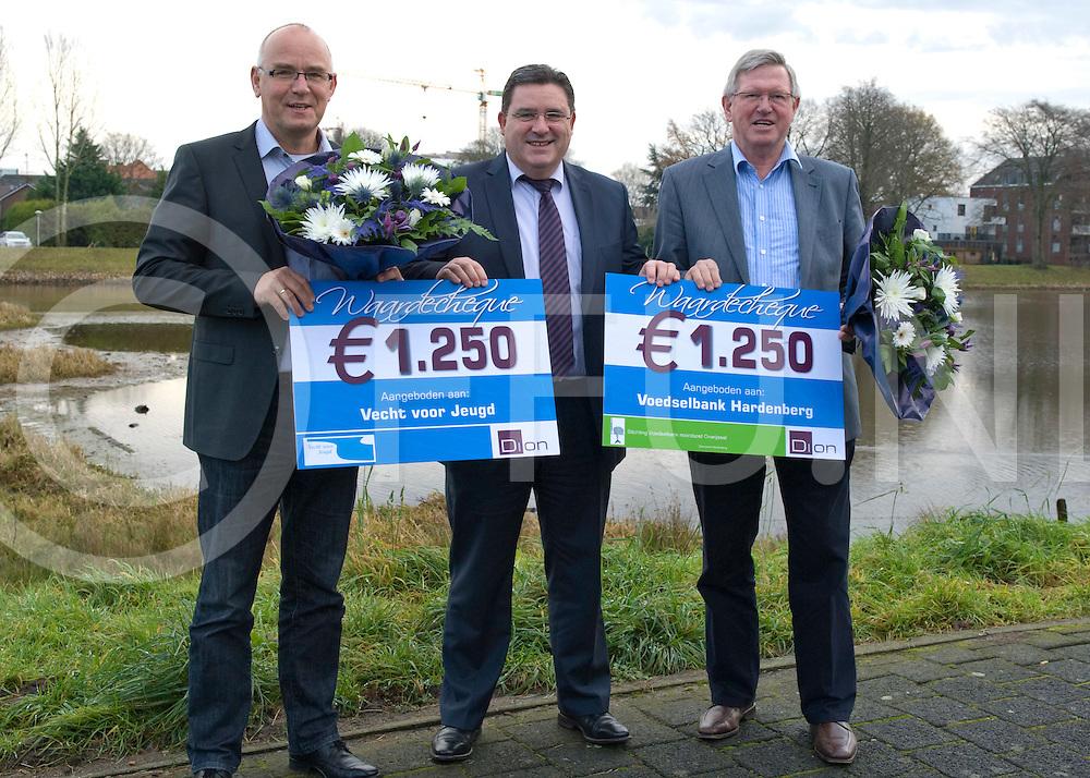 Dion gaf dit jaar een gift aan de  Voedselbank NO-Overijssel en Stichting Vecht voor Jeugd.  .FFU PRESS AGENCY COPYRIGHT Leo van den Berg..