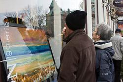 Vitrina de galeria de arte em Quebec, Canada / Store window of art gallery in Quebec, Canada