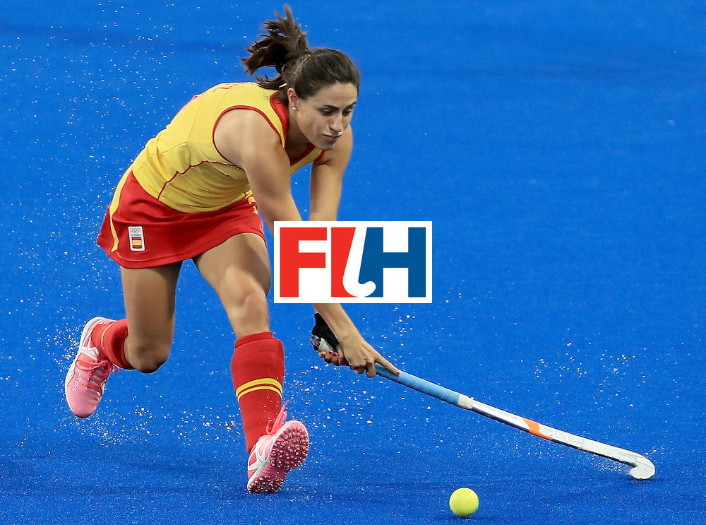RIO DE JANEIRO, BRAZIL - AUGUST 11:  Beatriz Perez #21 of Spain makes a pass during a Women's Preliminary Pool A match against Germany at the Olympic Hockey Centre on August 11, 2016 in Rio de Janeiro, Brazil.  (Photo by Sam Greenwood/Getty Images)