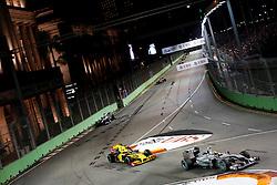 Motorsports / Formula 1: World Championship 2010, GP of Singapore, 04 Nico Rosberg (GER, Mercedes GP Petronas), 11 Robert Kubica (POL, Renault F1 Team),