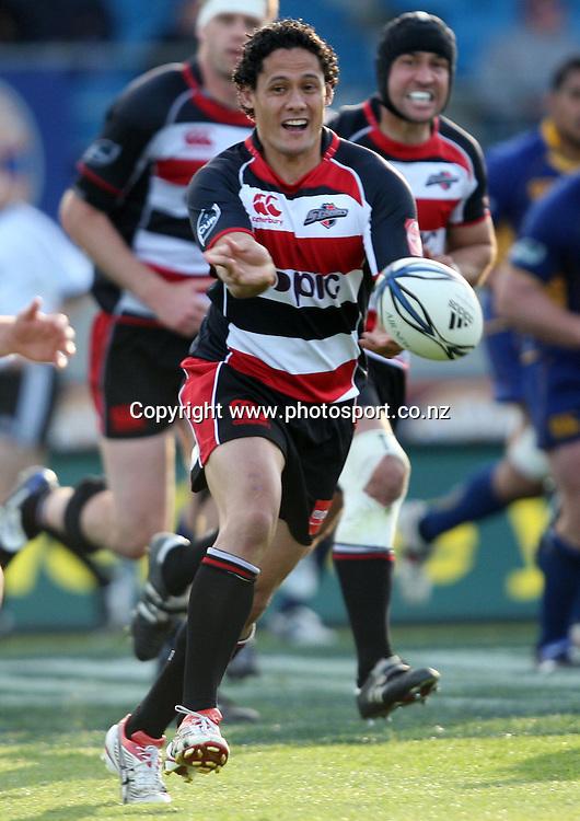 Tasesa Lavea passes the ball.<br /> Air NZ Cup - Otago v Counties Manukau, 24 October 2009, Carisbrook, Dunedin, New Zealand.<br /> Photo: Rob Jefferies/PHOTOSPORT