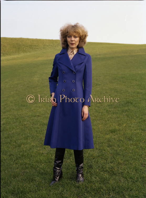 08/02/1978.02/08/1978.8th February 1978.Photograph of a model wearing a ladies blue coat by Janelle, Finglas.