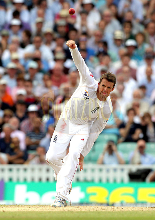 © Andrew Fosker / Seconds Left Images 2012 - England's Graeme Swann bowls - England v South Africa - 1st Investec Test Match -  Day 3 - The Oval  - London - 21/07/2012