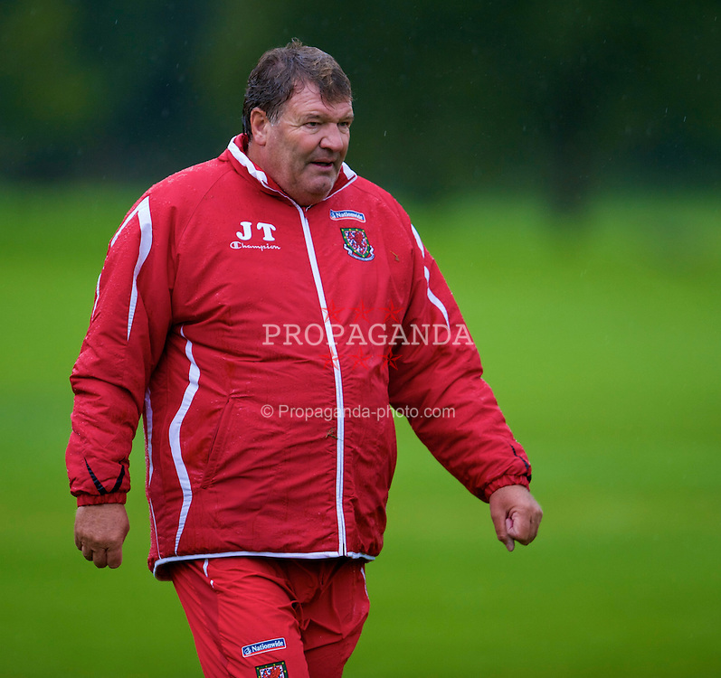 CARDIFF, WALES - Friday, September 5, 2008: Wales' manager John Toshack during a training session at the Vale of Glamorgan Hotel ahead of their opening 2010 FIFA World Cup South Africa Qualifying Group 4 match against Azerbaijan. (Photo by David Rawcliffe/Propaganda)