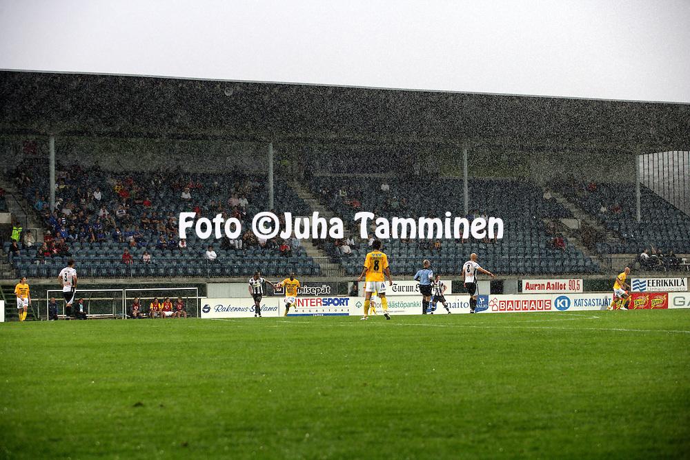 21.08.2006, Veritas Stadion, Turku, Finland..Veikkausliiga 2006 - Finnish League 2006.FC TPS Turku - Kuopion Palloseura.Kaatosade piiskaa Kupittaata.©Juha Tamminen.....ARK:k