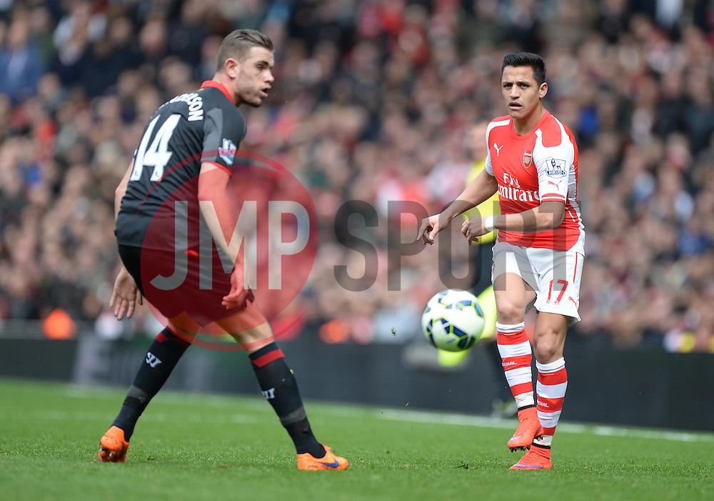 Alexis Sanchez of Arsenal passes the ball. - Photo mandatory by-line: Alex James/JMP - Mobile: 07966 386802 - 04/04/2015 - SPORT - Football - London - Emirates Stadium - Arsenal v Liverpool - Barclays Premier League